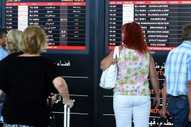 Foreign tourists fly out after Tunisia killings