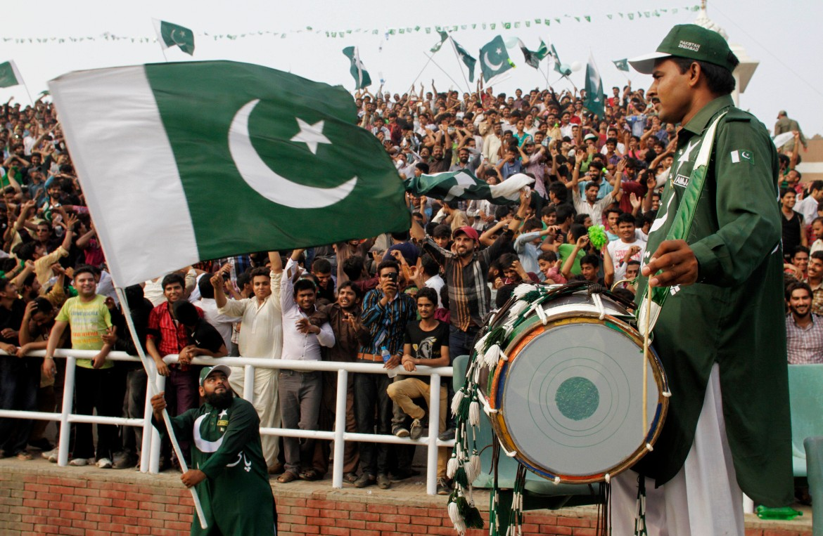 Pakistanis take part in a ceremony celebrating the country's 69th Independence Day from British rule at Wagah, a border post between Pakistan and India [K.M.Chaudary/AP]