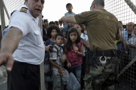 Greece ships Syrians to Athens as refugee crisis mounts