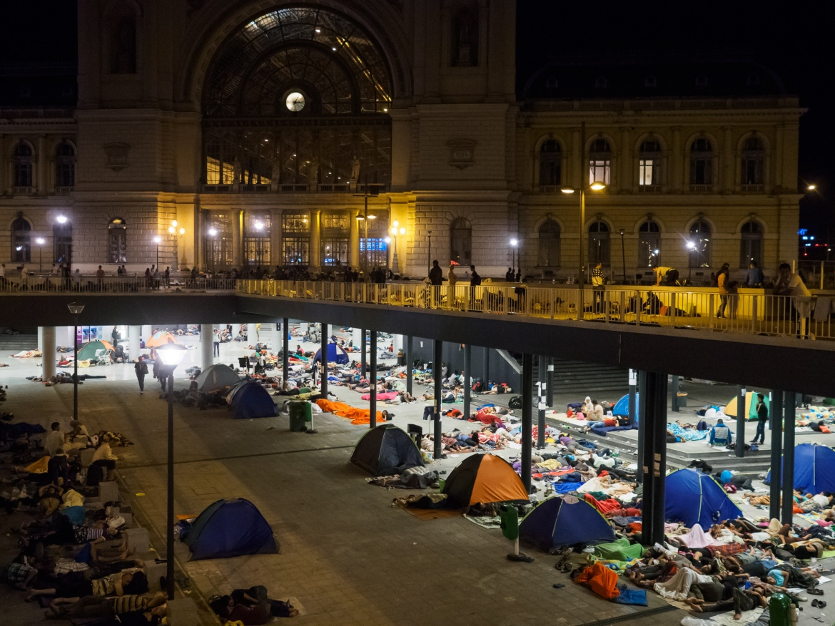 Thousands of refugees were stranded at the train station in Budapest. [Lazar Simeonov/Al Jazeera]