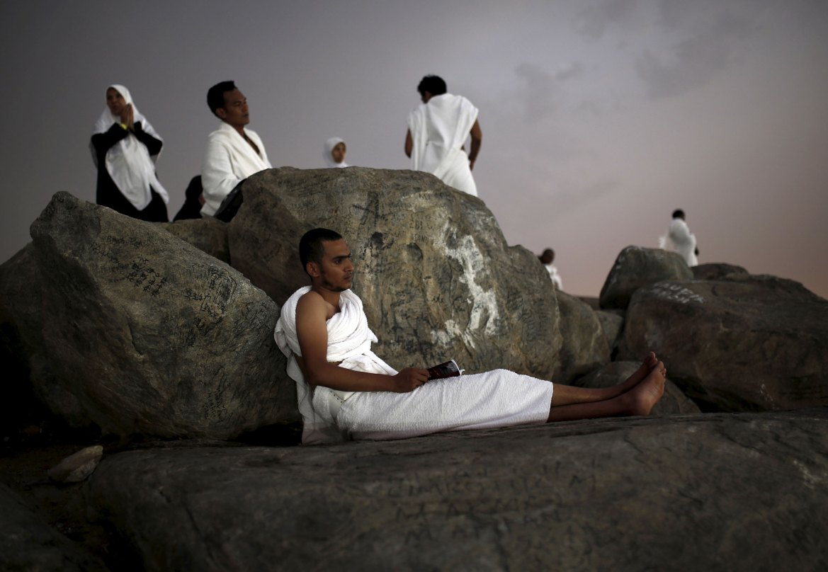 A Muslim pilgrim on Mount Mercy on the plains of Arafat. [Ahmad Masood/Reuters]
