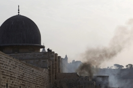 Clashes as Israeli soldiers storm Al-Aqsa compound