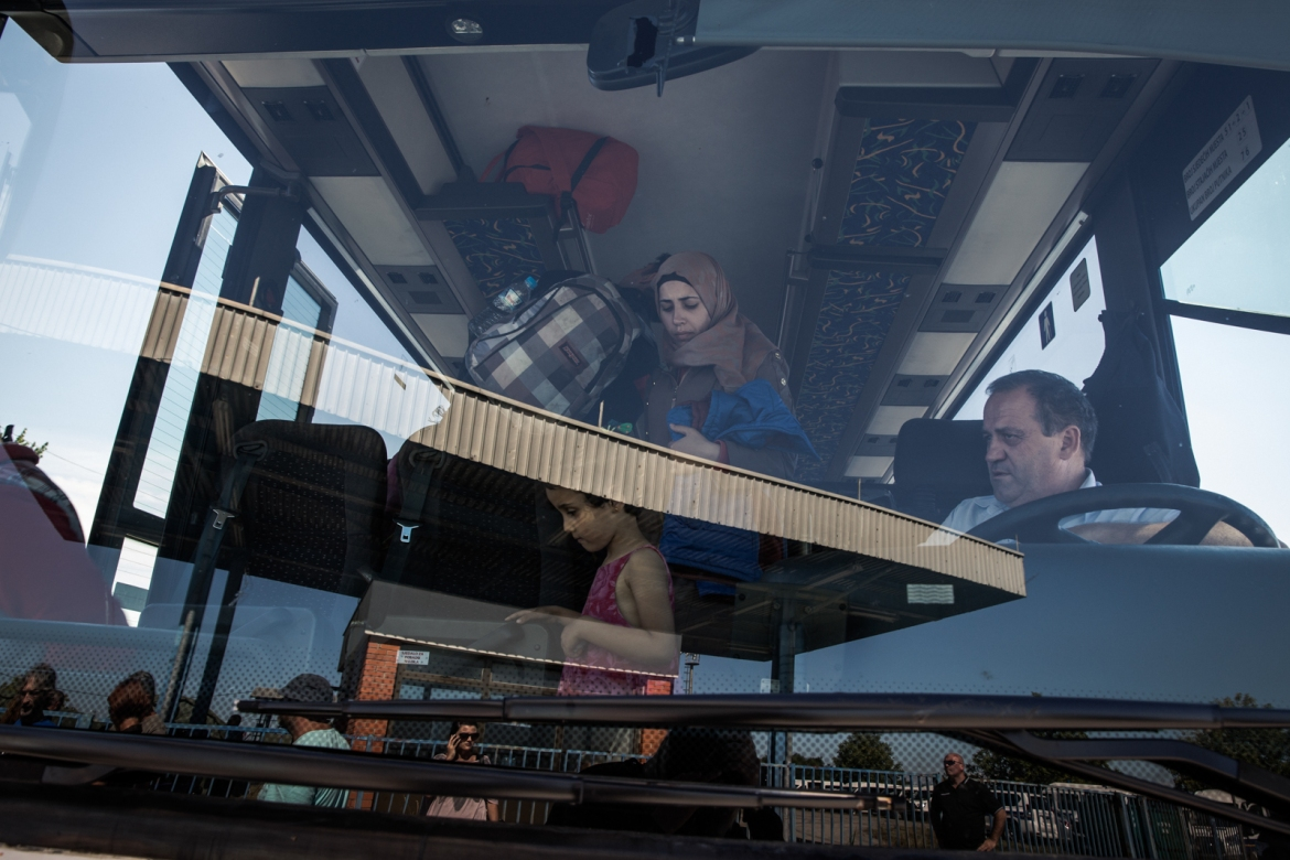 Refugees being brought into the camp. They are taken in, bus by bus, in order to be registered in an organised manner. [Ioana Moldovan/Al Jazeera]