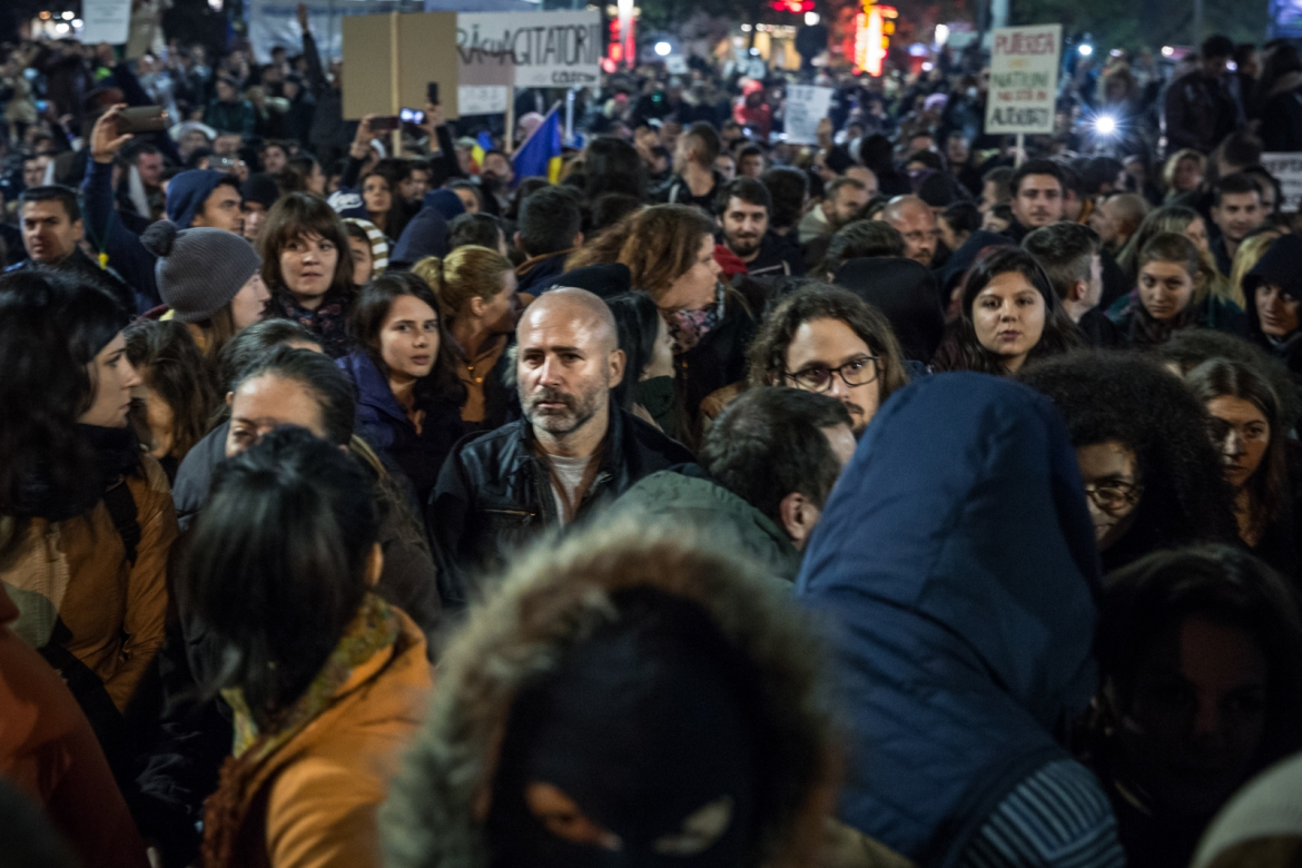 Protesters hold a moment of silence for the ones who died in the nightclub fire. During the protest, people often chanted, 'Colectiv' - the name of the club. [Ioana Moldovan/Al Jazeera]