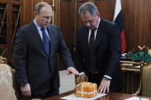 Russian president and defence minister observe the flight recorder of the downed Russian jet [EPA]