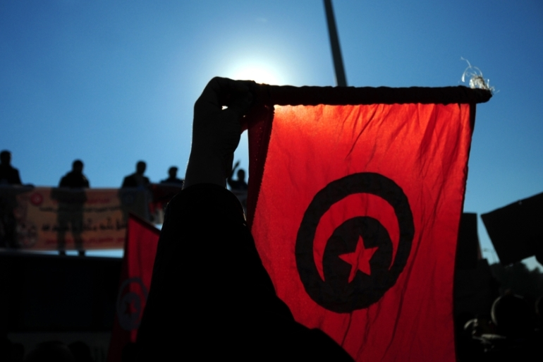 Tunisian police officers demonstrate outside the presidential palace near Tunis to demand a pay increase [AP]
