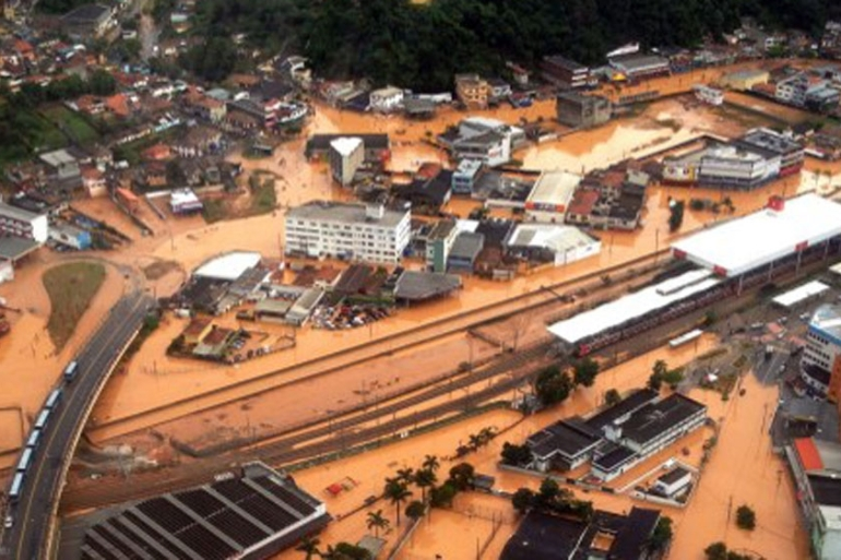 Torrential rains killed at least 20 people on the outskirts of the Brazilian economic capital, Sao Paulo  [AFP]