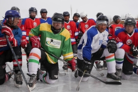 India: High altitude ice hockey in the land of cricket