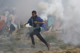 Refugees tear-gassed at Macedonia-Greece border