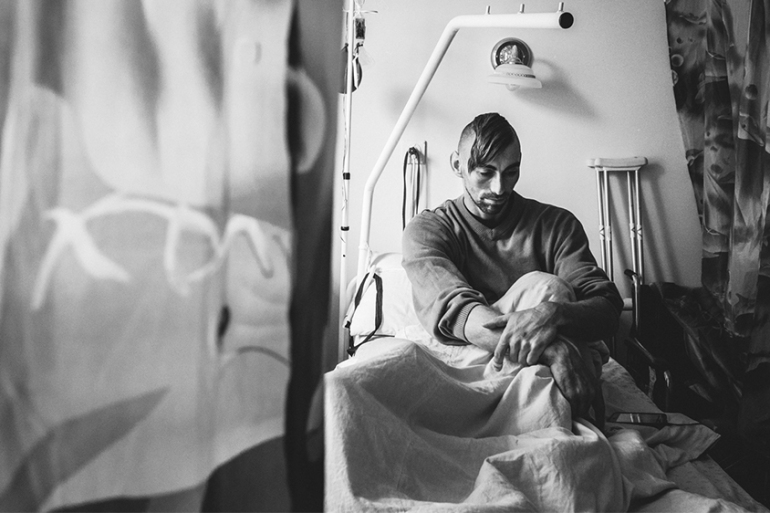 Jenea, a 30 year-old Ukrainian soldier, recovering from his injuries at the Kiev Central Military Hospital [Ioana Moldovan/Al Jazeera]