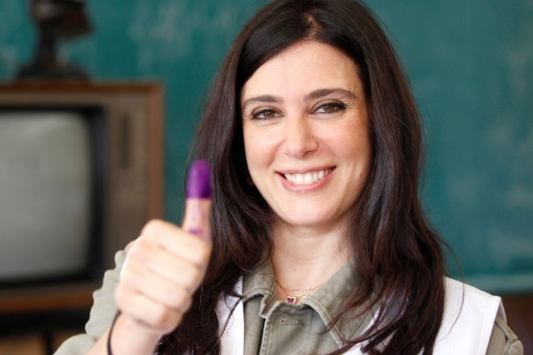 Lebanese actress and director Nadine Labaki, a Beirut Madinati candidate, shows her ink-stained finger after casting her ballot at a polling station during Beirut's municipal elections. [Reuters]