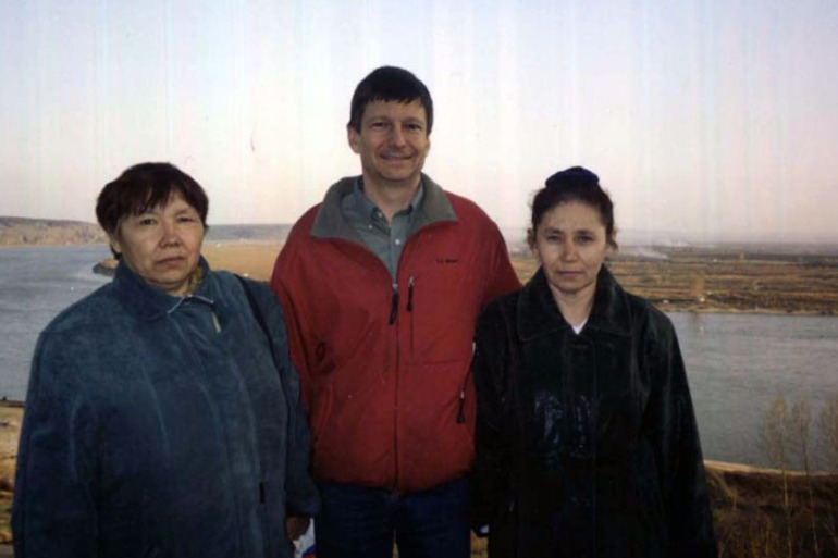 Linguistics Professor Edward Vajda with two Ket women in a Ket village in Southern Siberia in 2008 [Courtesy: Edward Vajda]