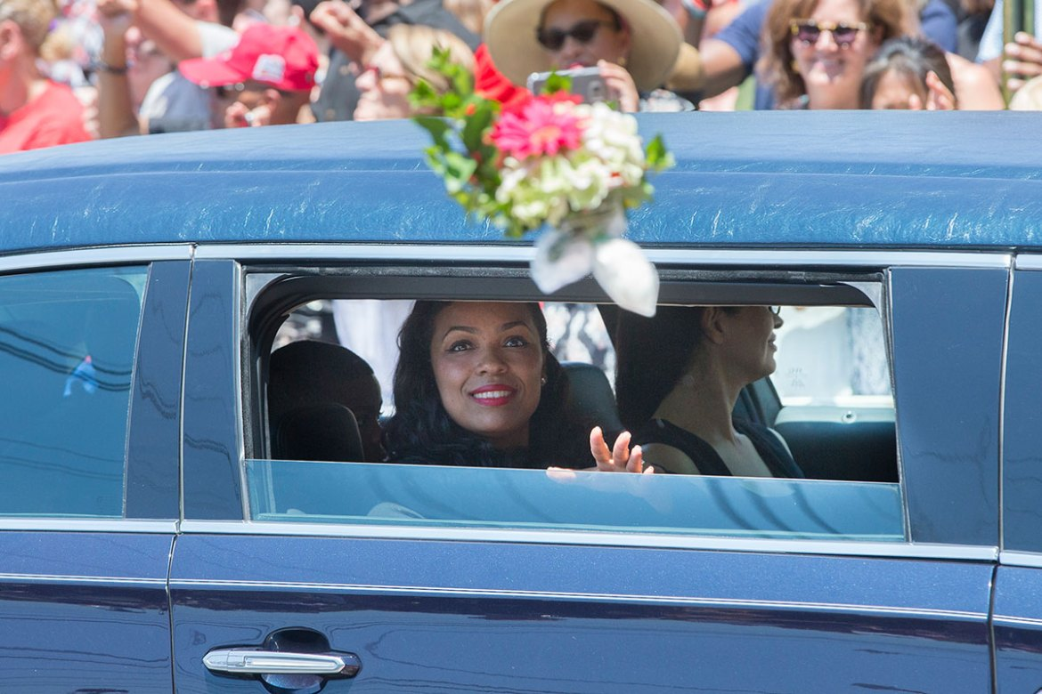 Hana Ali, the daughter of Muhammad Ali, is thrown flowers as she rides in her father's funeral procession. [John Minchillo/AP]