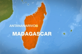 Madagascar: People without face masks forced to sweep streets