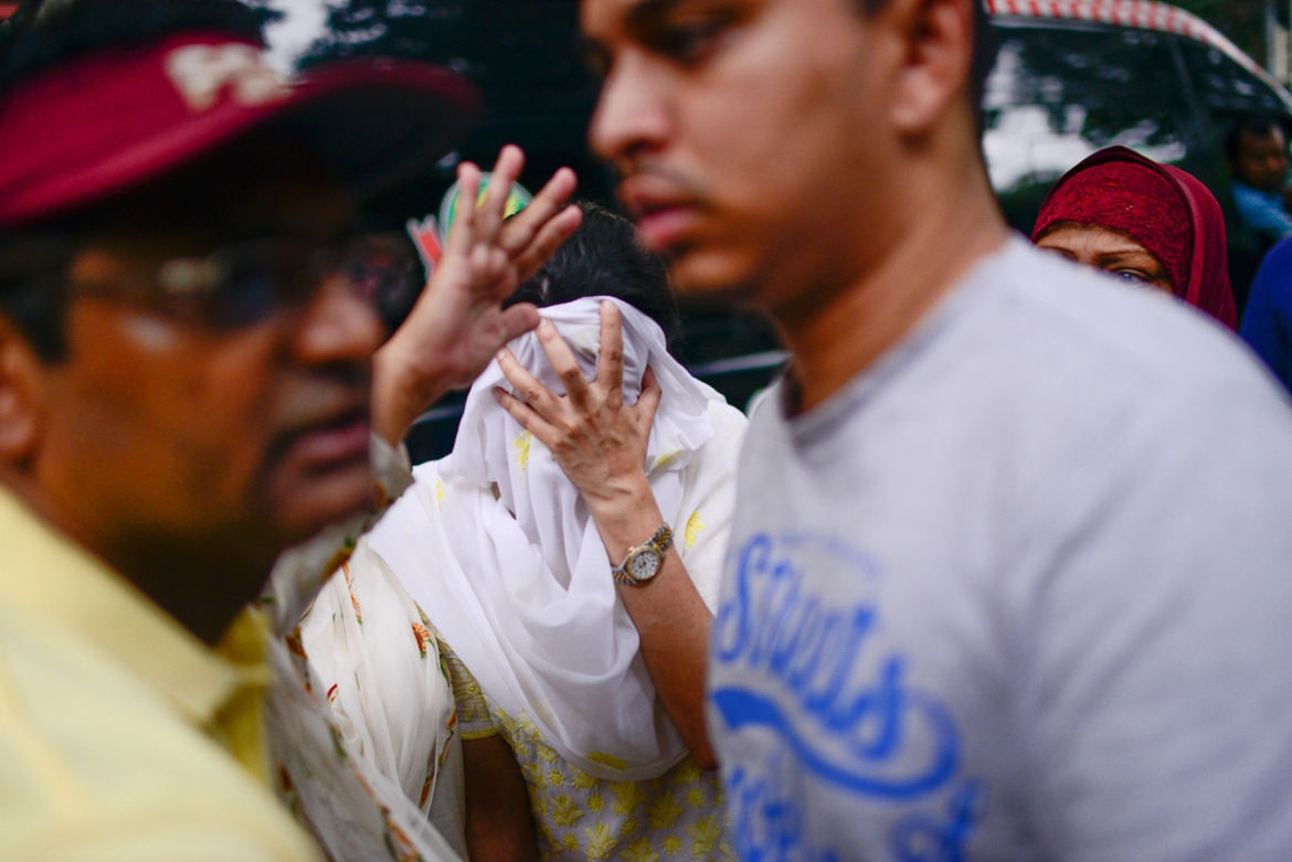 Family members of victims grieve for their losses [Mahmud Hossain Opu/Al Jazeera]