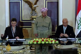 US signs military aid deal with Iraq's Kurdish fighters