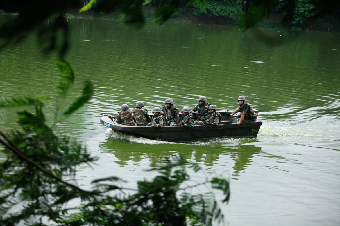 Army soldiers arrive on a boat to take part in the rescue mission [Mahmud Hossain Opu/Al Jazeera]