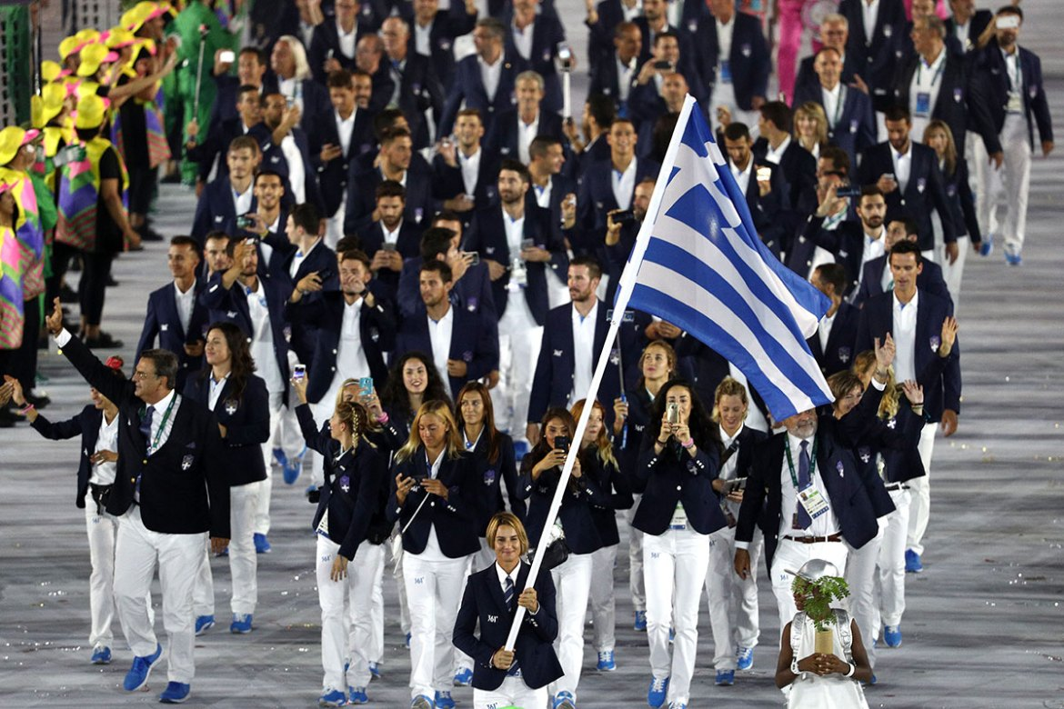 Sofia Bekatorou of Greece carried her country's flag during the opening ceremony of the Rio 2016 Olympic Games at the Maracana Stadium. [Paul Gilham/Getty Images]