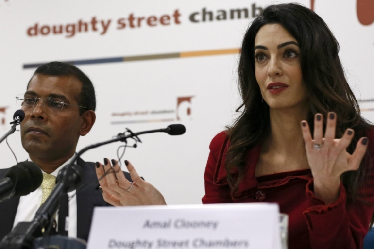 Lawyer Amal Clooney sits with former Maldives president Mohamed Nasheed during a news conference in central London [File: Reuters]