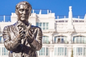 A statue in tribute to Federico Garcia Lorca at Plaza de Santa Ana square in Madrid [Getty]