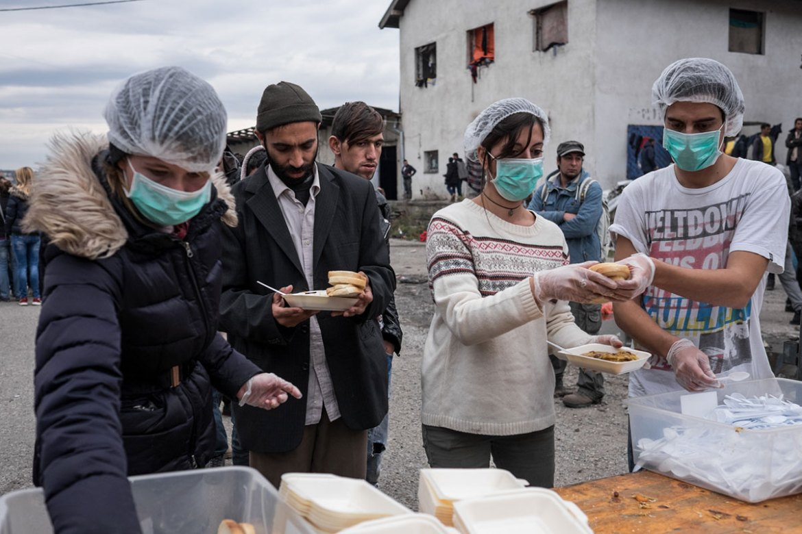 A group of volunteers offer meals to refugees. According to UNHCR, there are  6,000 refugees in Serbia. [Ioana Moldovan/Al Jazeera]