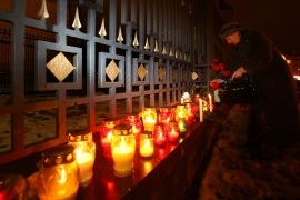 Russia mourns plane crash victims, search operation on