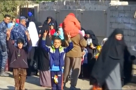 Battle for Mosul: Residents flee city as army advances