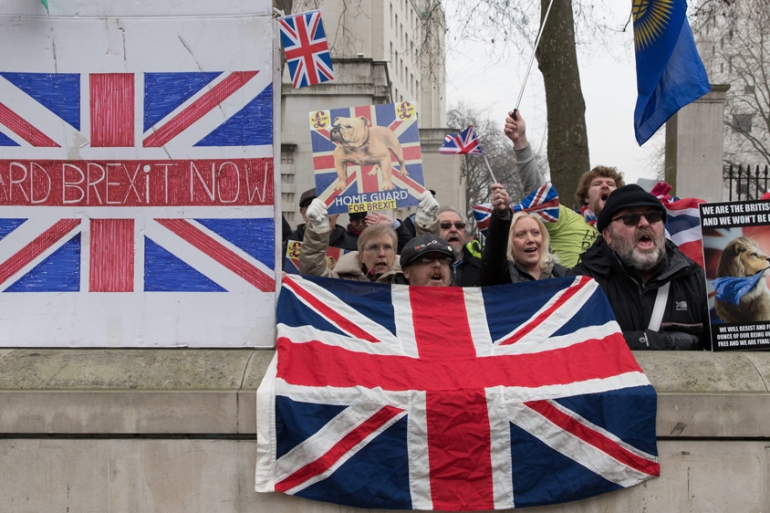 Demonstrators urge a quick Brexit a day before Supreme Court judges delivered their verdict on Theresa May's plans for an EU withdrawal [Hayoung jeon/EPA]