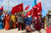 Somali people carry Turkish and Somali flags as they gather in support of Turkish President Tayyip Erdogan and his government in Somalia's capital Mogadishu, July 16, 2016 [Feisal Omar/Reuters]