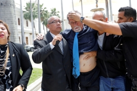 Venezuela government supporters attack Congress members