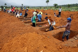 Workers are seen digging graves at Paloko cemetery in Waterloo, Sierra Leone. [Afolabi Sotunde/Reuters]