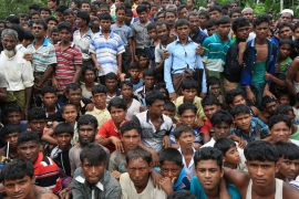 Rohingya refugees who escaped from Myanmar gather at Cox's Bazar, Bangladesh on Sunday [Showkat Shafi/Al Jazeera]