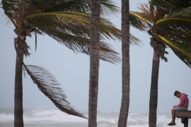 Irma lashes Florida, leaving thousands without power