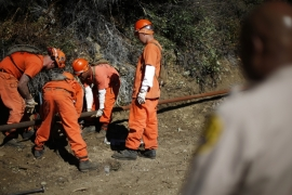 Prison inmates lay water pipes on a work project outside Oak Glen Conservation Fire Camp #35 in Yucaipa, California on November 6, 2014 [Lucy Nicholson/Reuters]