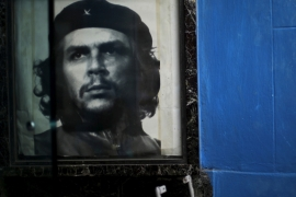 An image of the late revolutionary hero Ernesto 'Che' Guevara is seen in a gate of a public building in Havana, Cuba [Ivan Alvarado/Reuters]