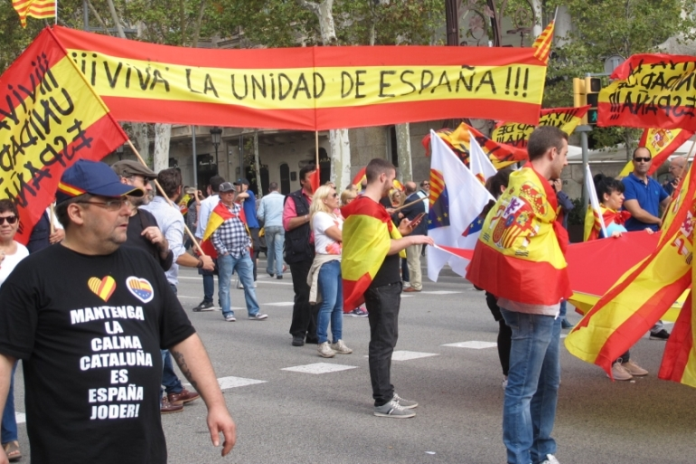 Pro-union demonstrators march in Barcelona with a sign that reads 'Long live the unity of Spain!' [Creede Newton/Al Jazeera]