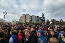 A rally in Moscow, which drew many young people, ended without any arrests [Mariya Petkova/Al Jazeera]