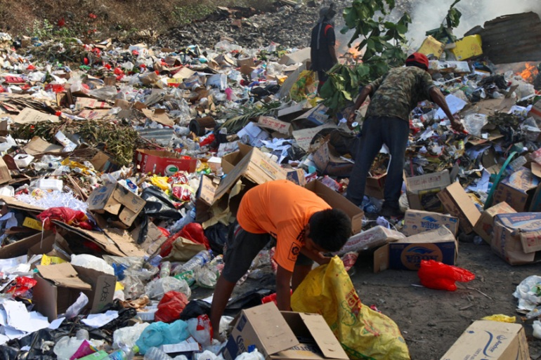 Unregulated dumping of most of Dili's rubbish includes lethal asbestos and untreated hospital waste [Ian Lloyd Neubauer/Al Jazeera]