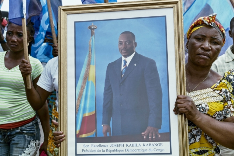 Civilians gather as they listen to Kabila addressing the nation outside Palais du Peuple in the capital Kinshasa, April 5, 2017 [Robert Carrubba/Reuters]