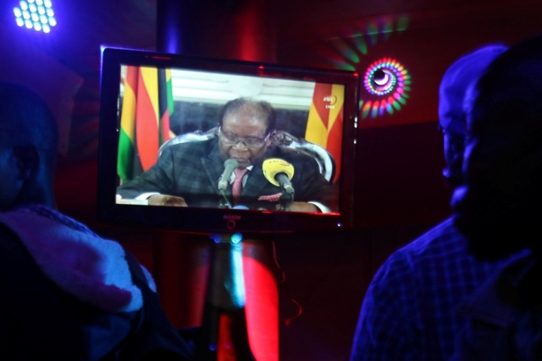 Harare residents watch as Mugabe addresses the nation on TV [Philimon Bulawayo/Reuters]
