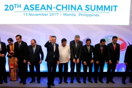 Chinese Premier Li Keqiang [5th from left] met the leaders of ASEAN in Manila on Monday [Reuters]