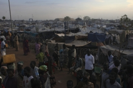 People displaced by fighting wait to get water at a United Nations Mission in South Sudan (UNMISS) camp in Malakal, Upper Nile State [Andreea Campeanu/Reuters]