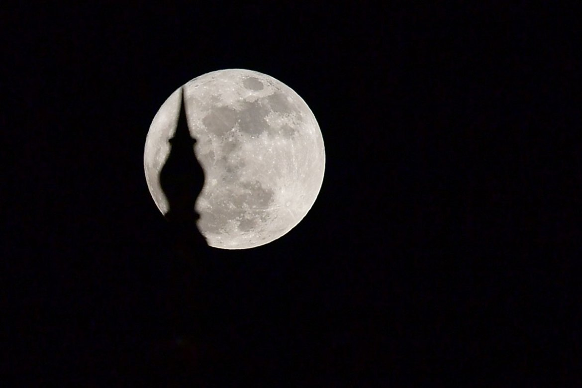 The moon looms behind Sheikh Zayed Grand Mosque in Abu Dhabi, UAE. [Giuseppe Cacace/AFP]