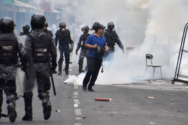 Protesters clashed with police in San Pedro Sula over the delayed vote count for the presidential poll [Moises Ayala/Reuters]