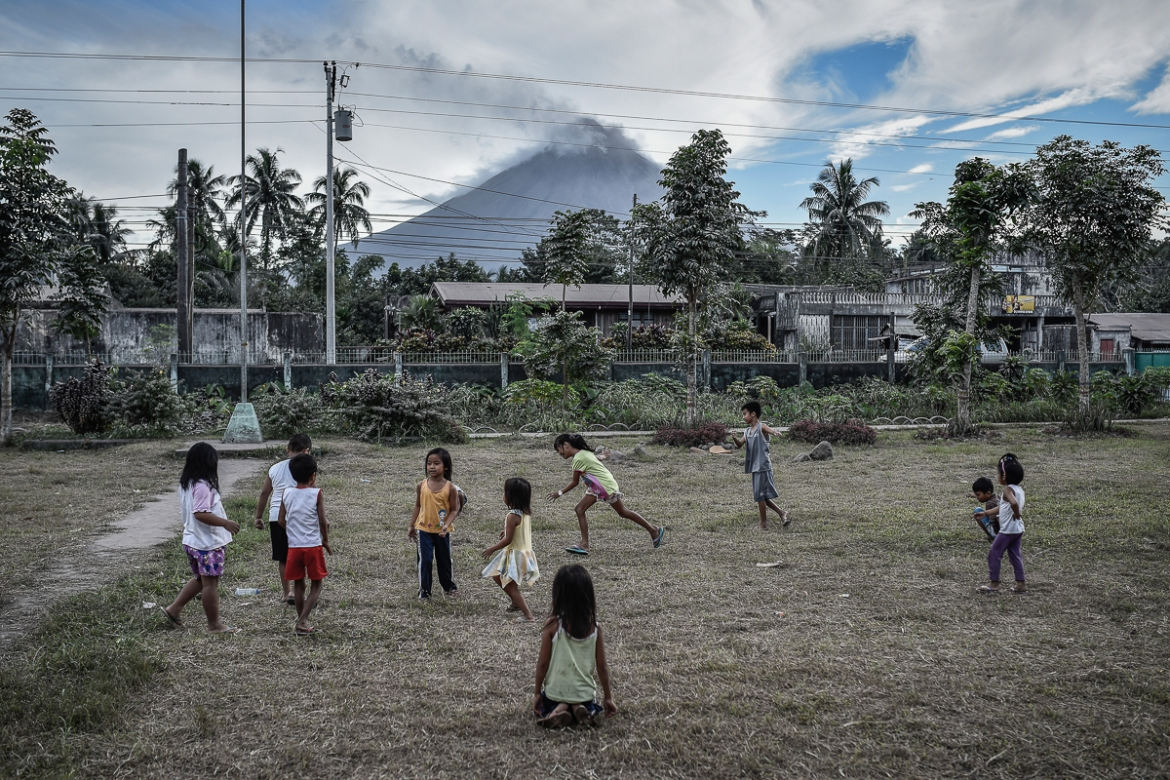 Schools were shut in 17 cities and municipalities in Albay and nearby Camarines Sur province. [Ezra Acayan/Al Jazeera]