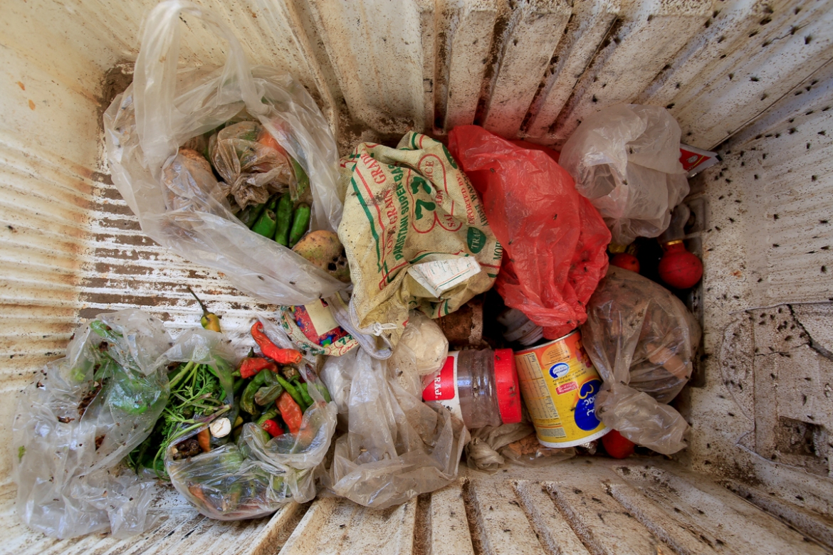 The family stores the food they find in a broken refrigerator. [Abduljabbar Zeyad/Reuters]