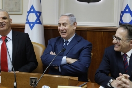 Israeli Prime Minister Benjamin Netanyahu with members of his cabinet [Gali Tibbon/AP]