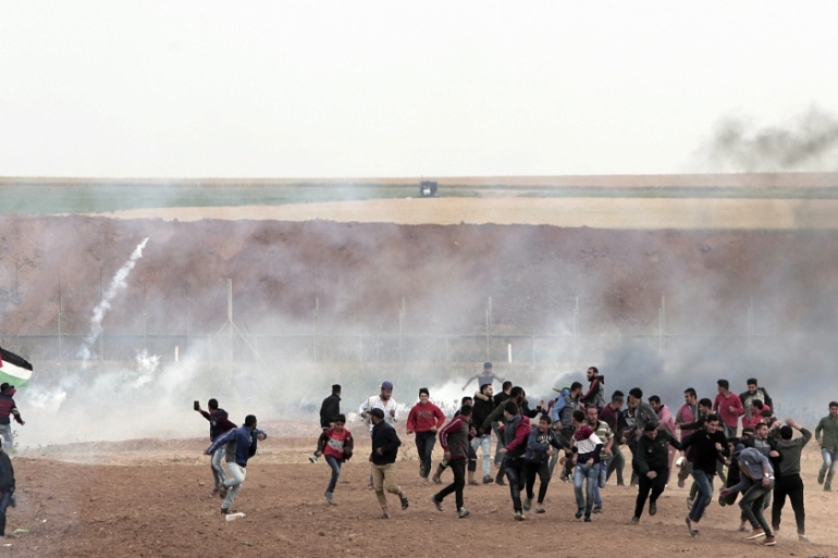 The Israeli army killed more than a dozen Palestinians who were demonstrating along the Gaza Strip's eastern border on Land Day March 30, 2018. [AP]