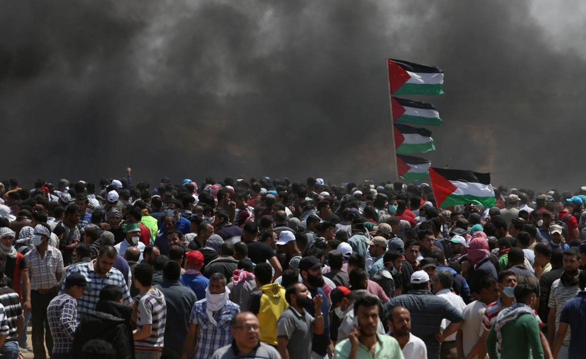 Palestinians in the besieged Gaza Strip attempted to cross the highly fortified fence separating the enclave from Israel as part of the Great March of Return movement. [Ibraheem Abu Mustafa/Reuters]