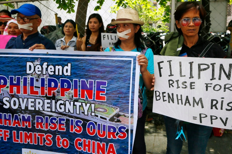 Protesters demonstrate outside the Chinese consulate against China's militarisation of disputed islands [Bullit Marquez/AP]